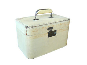 Vintage Distressed/Beaten Up Vanity/Make-Up Case/Overnight Case, Pale Yellow