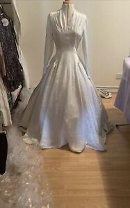 Lovely wedding dress size 8 Vintage 50s Wedding Dress Simple Elegant Long Train