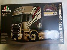 2 maquettes camions à construire boîtes neuves