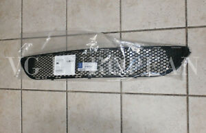 Mercedes-Benz W204 Genuine AMG Front Bumper Center Mesh Grille C300 C350 NEW !!!