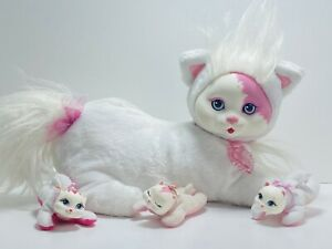 Hasbro Kitty Surprise White / Pink Mama Cat with 3 Baby Kittens Vintage 1992
