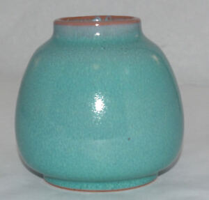VINTAGE POOLE ART POTTERY VASE HAND MADE HAND DECORATED ENGLAND GREEN MOTTLED