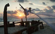 Incorniciato stampa-BALLERINA pirouetting sulla spiaggia (PICTURE POSTER DANZA ART)