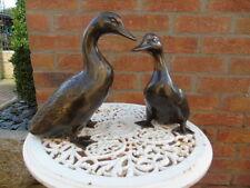 CANARD EN BRONZE , le couple  , statue animalière en bronze .