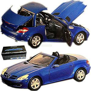 Mercedes Benz SLK 2004-08 R 171 Bleu Métallique 1:18 Minichamps 100033131
