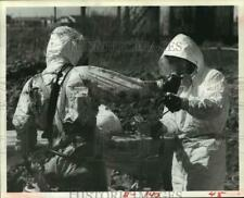 1984 Press Photo Clean-up crew remove chemical waste at dump in TX - hca26168