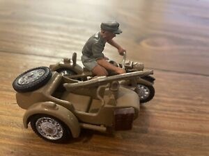 Britains 1/32 Deetail WW2 diecast BMW German Afrika Korps Motor Cycle Combo