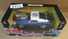 Muscle Machines Chrysler PT Cruiser 2000 USA Flag 1:18 Diecast Car