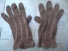 paires de gants anciens marron