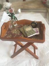 Beistelltisch liebevoll dekoriert Miniatur 1:12 Puppenstube