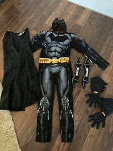 H&M Kinder Batman Kostüm Verkleidung Spielset 134 140 incl. Zubehör Batwing