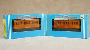 Hornby The World of Thomas the Tank Engine - R110 Annie & R112 Clarabel coaches