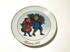 1981 Avon Sharing The Christmas Spirit Memories Series Collector Plate 22k Gold
