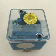 1PC New Honeywell C6097A2110 gas air pressure switch