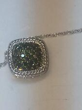 10 K white gold green diamond pendant