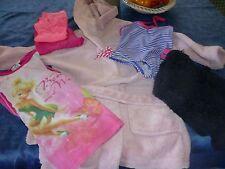 4/6ans lot fillette 6piéces =sortie de bain a capuchon,pyjamas  etc..pull en +