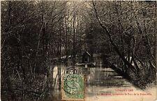 CPA  Longwy-Bas - La Moulaine - traversant le Parc de la Faiencerie  (483809)