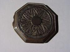 Polvera antigua de dos tapas de plata con filigrana muy delicada.