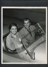 STEWART GRANGER + JEAN SIMMONS IN THEIR CONVERTABLE - 1953 DBLWT CANDID EXC. CON