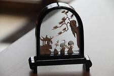 Chinesische Korkschnitzerei im 3- D- Glasdiorama von San You