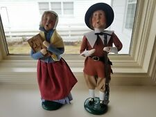 Byers Choice Set of 2 Pilgrim Carolers Man Women 2004