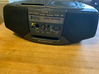Sony CFD-V15 MEGA BASS PORT Boombox AM FM Radio Cassette/CD Combo Works
