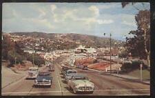 POSTCARD LAGUNA BEACH CA/CALIFORNIA ROADSIDE CARS ALONG VICTOR HUGO INN 1940'S