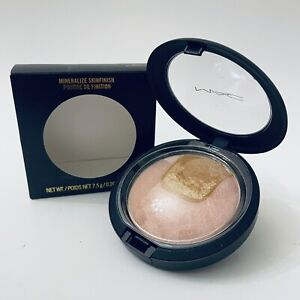 MAC Mineralize Skinfinish CENTRE OF ATTENTION New In Box 0.26 Oz