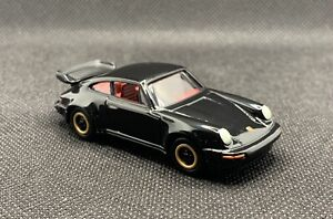 Johnny Lightning Classic Gold 1:64 1986 Porsche 911 Carrera