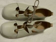 White Leather Women Clarks Shoes very comfortable durable and lightweight size 9