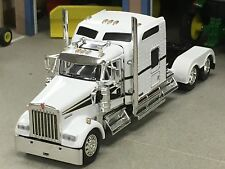 "1/64 DCP WHITE/BLACK W900 KENWORTH W/ 86"" AEROCAB"