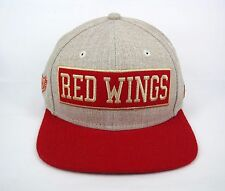 New Era Men's NHL Detroit Red Wings Boxwood 9FIFTY Snapback Cap - Small/Medium
