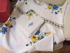 ancienne nappe et 11 serviettes monogramme PB decor floral anemones
