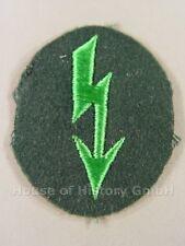 113852, Nachrichtenblitz-Armabzeichen der Jäger oder Gebirgsjäger, grüner Blitz