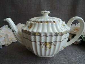 Spode Buttercup Teapot.Pre-Owned