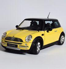 Revell 08425 Klassiker MINI Cooper in gelb schwarz lackiert, 1:18, OVP, K019