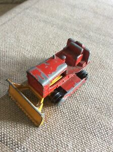 VINTAGE LESNEY MATCHBOX No 16 - CASE RED BULLDOZER TRACTOR REASONABLE CONDITION
