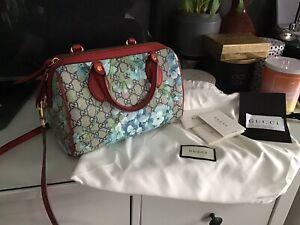 Gucci GG Supreme Monogram Blooms Small Top Handle Boston Bag Blue 546314 Red