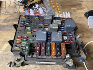 1999-2002 GMC Sierra Silverado Fuse Box Relay Unit 15328806B Module 445-11d2