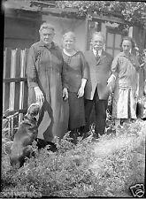 Portrait famille dans le jardin chien  négatif photo verre an. 20 negative glass