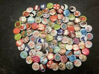 Lot of 100 NEW Round Christmas PIN-BACK METAL BUTTON CHRISTMAS, Random Selection