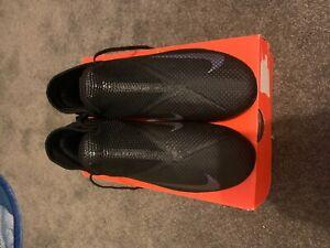 Nike Phantom VSN 2 academy football boots