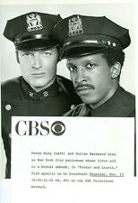 PERRY KING DORIAN HAREWOOD HUNKY NEW YORK COPS FOSTER & LAURIE 1975 CBS TV PHOTO