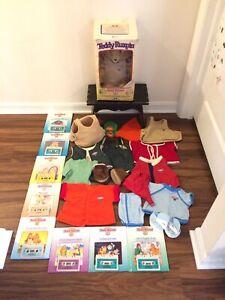 Vtg Original 1985 Teddy Ruxpin Bear LOT Clothing Books Cassette Tapes Box WORKS!