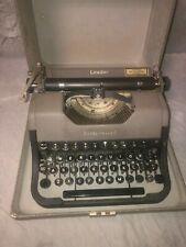 UNDERWOOD LEADER 1950's PORTABLE QUALITY MANUAL TYPEWRITER WITH CASE