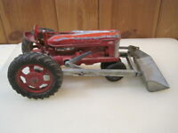 Vintage Hubley Kiddie Toy Farm Tractor - No. 500 - With Front Loader B3647