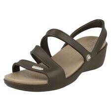 Sandalias y chanclas de mujer Crocs color principal marrón sintético