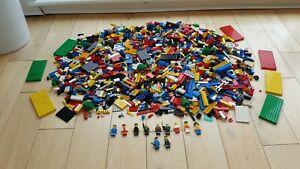 LARGE VINTAGE LEGO JOB LOT BUNDLE,APPROX 3 KILO,SPACE,TOWN,CITY,PIRATES,ETC.