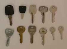 Un lot de 8 clés plates à simple panneton et 3 clés plates à double panneton.