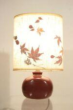 Lampe vintage années 50 en céramique couleur figue - abat jour à feuilles